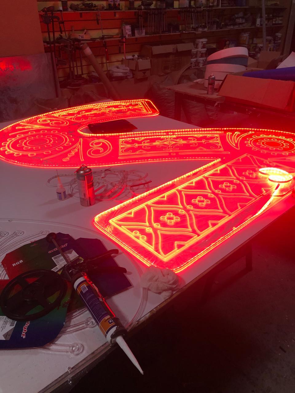 светодиодная буква S красная